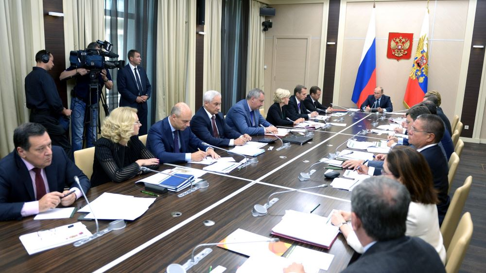 Фотография совещания по вопросу формирования федерального бюджета на 2016 год